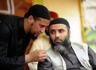 Abou Iyadh (à droite) lors du congrès annuel d'Ansar Al-Charia à Kairouan, le 20 mai 2012.