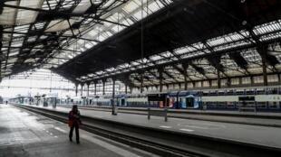 Quai de la Gare de Lyon, à Paris, le 3 avril 2020, durant le confinement lié au Covid-19