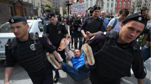 Les autorités russes ont arrêté plusieurs militants homosexuels lors d'une Gay Pride non autorisée, le 30 mai 2015.