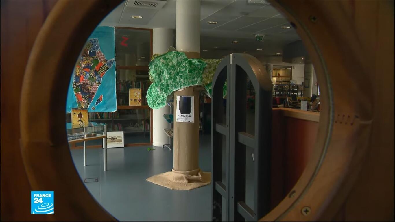 تحضيرات قبل إعادة فتح المكتبات في فرنسا بعد شهرين من الإغلاق.