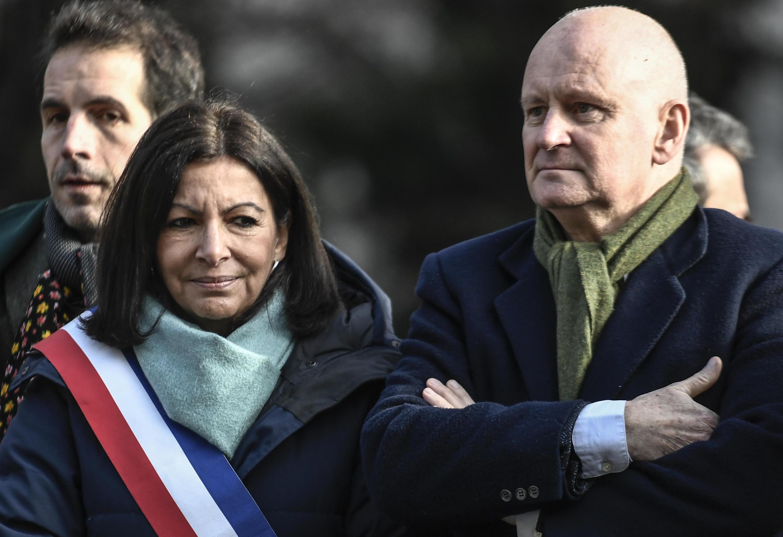 Anne Hidalgo et son adjoint chargé de la culture, Christophe Girard, le 23 janvier 2020, lors d'une cérémonie à Paris.