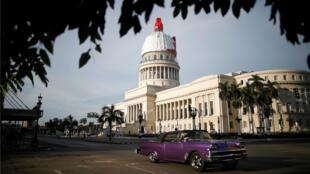 Una vista muestra el Edificio del Capitolio Nacional luego del desvelo de la cúpula en restauración, en La Habana, Cuba, el 30 de agosto de 2019.