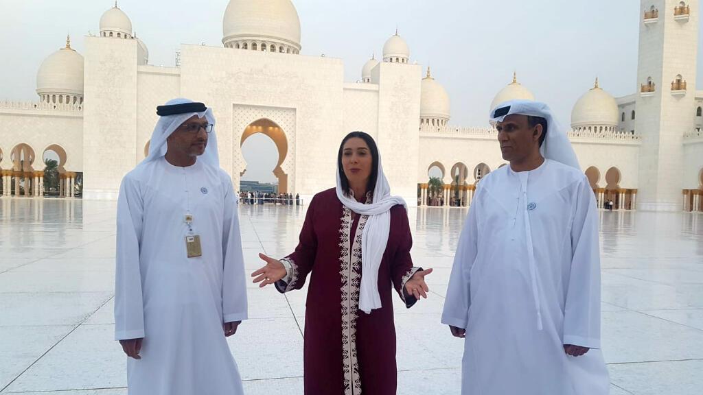 La ministre israélienne Miri Regev devant la grande mosquée Cheikh Zayed, à Abu Dhabi, le 29 octobre 2018.