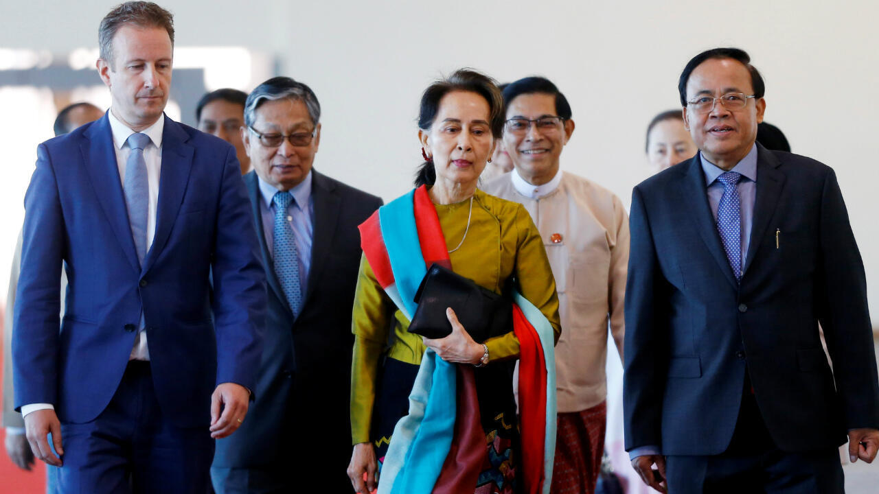 2019_08_12_Aung San Suu Kyi at airport in Myanmar, on way to The Hague