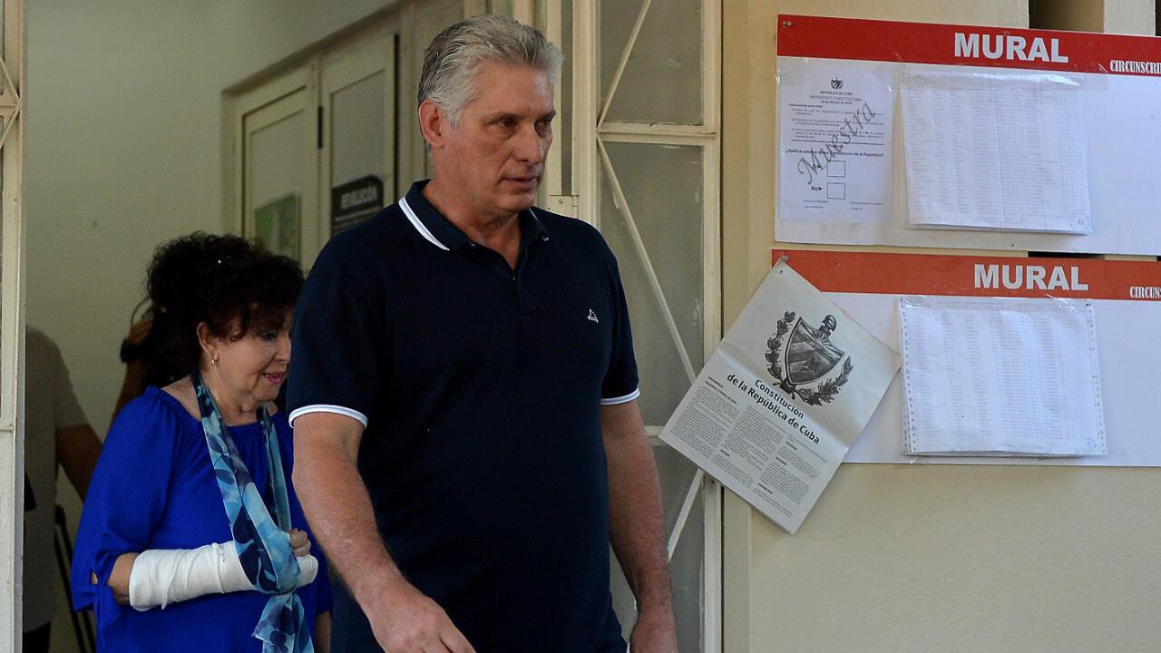 Le président cubain, Miguel Diaz Canel, a voté, dimanche 24 février, sur le projet de nouvelle constitution.