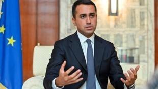 وزير الخارجية الإيطالي لويجي دي مايو يجيب على الأسئلة خلال مقابلة في مقر الوزارة وسط روما في 6 آب/أغسطس 2020