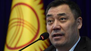 رئيس الوزراء القرغيزي المؤقت صدر جباروف خلال مؤتمر صحافي في مقر الرئاسة في العاصمة بشكيك بتاريخ 10 تشرين الأول/أكتوبر 2020