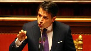 El recién nombrado primer ministro italiano Giuseppe Conte habla durante su primera sesión en el Senado en Roma.