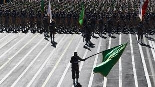 El autobús que transportaba a miembros de la Guardia Revolucionaria iraní quedó destrozado tras el ataque suicida