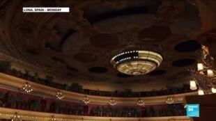 2020-06-23 10:13 Barcelona opera 'plants' audience in seats