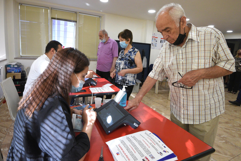 Armenians voting