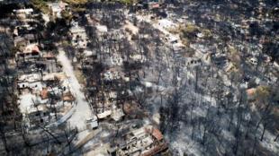 Vista aérea de las ruinas de la ciudad de Mati, tras los devastadores incendios de la última semana. Imagen del 26 de julio de 2018.