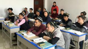 Estudiantes en una clase de estudios islámicos en Xinjiang, región occidental de China, 3 de enero de 2019.