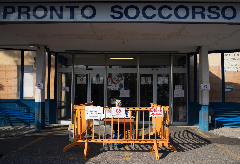 La entrada al servicio de urgencias del hospital de Locri, en la región sureña italiana de Calabria, en una imagen del 7 de abril de 2020.