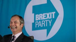 """Nigel Farage veut peser sur le processus de négociations du Brexit en faisant élire des eurodéputés au sein de son nouveau parti """"le parti du Brexit""""."""