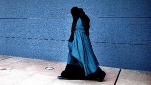 امرأة بالنقاب