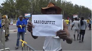 المتظاهرون يعارضون استفتاء دستوريا قد يسمح للرئيس نغويسو بالترشح مجددا عام 2016