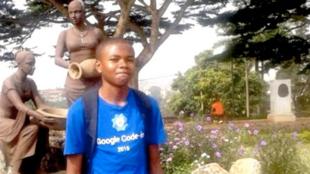 Nji Collins est lycéen dans la ville de Bamenda, au Cameroun.