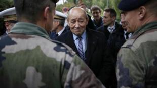 وزير الدفاع الفرنسي، إيف لودريان.