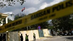 الشرطة الماليزية تطوق محيط السفارة الكورية الشمالية في كوالا لمبور في 23 شباط/فبراير 2017
