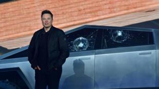 El jefe del fabricante de vehículos eléctricos Tesla, Elon Musk, el 21 de noviembre de 2019 en Hawthorne, California
