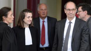 L'ancien ministre UMP Eric Woerth et Patrice de Maistre, le gestionnaire de fortune de la milliardaire, le 25 mars 2015 à Bordeaux