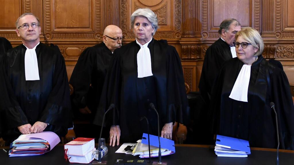 L'ancienne présidente de la Cour de justice de la République (au centre), le 12 décembre 2016 à Paris, lors du procès de Christine Lagarde.