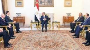 الرئيس المصري عبد الفتاح السيسي مستقبلا مستشار الرئيس الأمريكي جاريد كوشنر، القاهرة 1 أغسطس/آب.