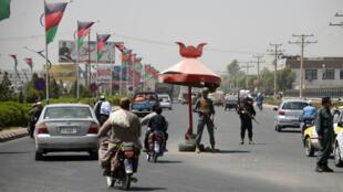 Un agent de police devant un checkpoint de Kandahar, le 18octobre2018.