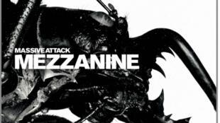 """La pochette de """"Mezzanine"""", l'album de Massive Attack."""