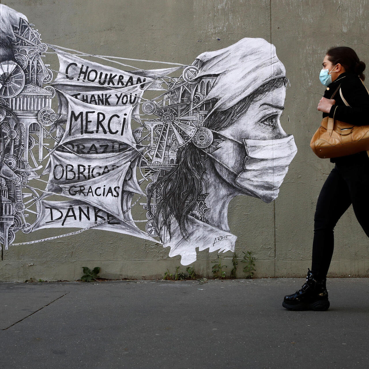 France records 104 new Covid-19 deaths as hospital numbers drop below 20,000