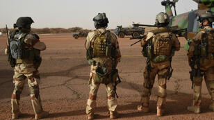 Des soldats de l'armée française, le 2 janvier 2015 près de la ville de Gao, au Mali.