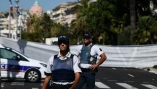 La police niçoise, au lendemain de l'attentat qui a fait 84 victimes à Nice le 14 juillet 2016.