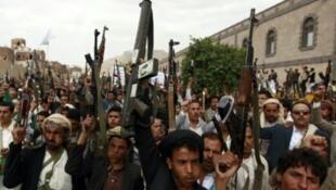 يمنيون من أنصار الحوثي يتظاهرون في صنعاء