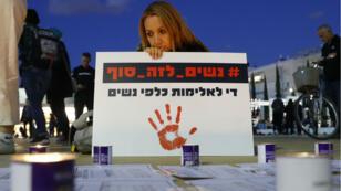 Des Israéliennes ont manifesté à Tel-Aviv pour demander d'agir contre les violences faites aux femmes, le 4 décembre 2018.