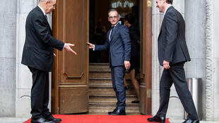 German Foreign Minister Heiko Maas (C) and his French counterpart Jean-Yves Le Drian (L) welcome Britain's Secretary of State Dominic Raab (R) arriving for talks in Berlin on June 19, 2020.