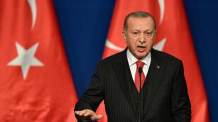 اردوغان خلال مؤتمر صحافي في بودابست في 7 تشرين الثاني/نوفمبر 2019