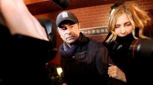 كارلوس غصن يصل إلى مقر إقامته في طوكيو بصحبة زوجته كارول، 8 مارس/آذار 2019