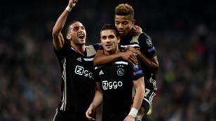 زياش يسار الصور يحتفل مع زملائه في بتسجيل هدف في مرمى ريال مدريد بدور الثمن نهائي