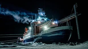 Le brise-glace Polarstern de l'institut allemand Alfred-Wegener dans l'océan Arctique, le 1er janvier 2020