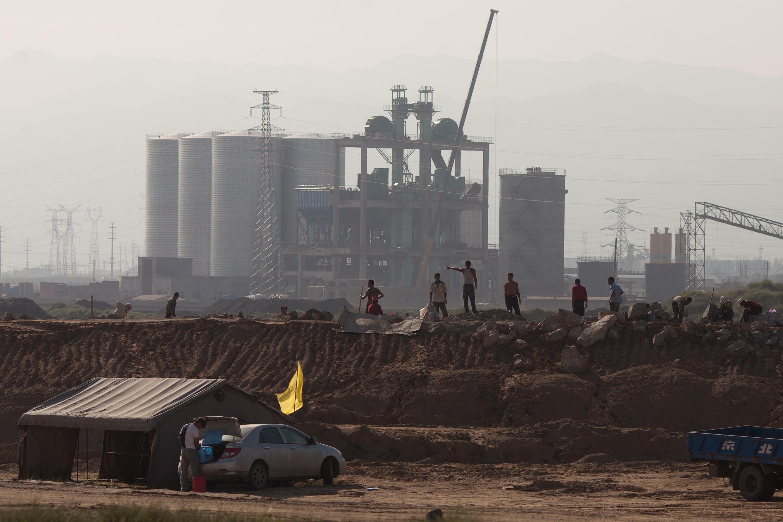 China memiliki cengkeraman yang mencekik pada pasokan global tanah jarang — bersama dengan kehancuran ekologis yang disebabkan oleh ekstraksinya