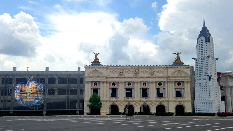 L'opéra Garnier et le Chrysler Building surplombent le parking du casino.