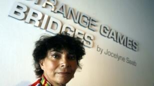 Jocelyne Saab au Musée national de Singapour, où la réalisatrice a exposé une installation d'art, en avril 2007