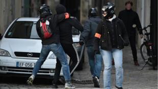 Intervention policière dans le cadre d'une manifestation à Nantes, le 11 février 2017.