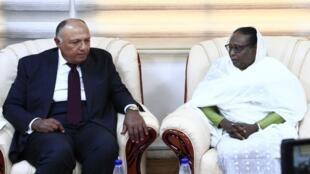 وزير الخارجية المصري سامح شكري ونظيرته السودانية أسماء محمد عبد الله