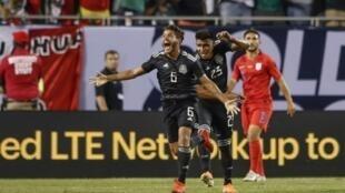 Le milieu mexicain Jonathan dos Santos exulte après avoir inscrit l'unique but de la rencontre face aux Etats-Unis, le 7 juillet 2019 à Chicago.