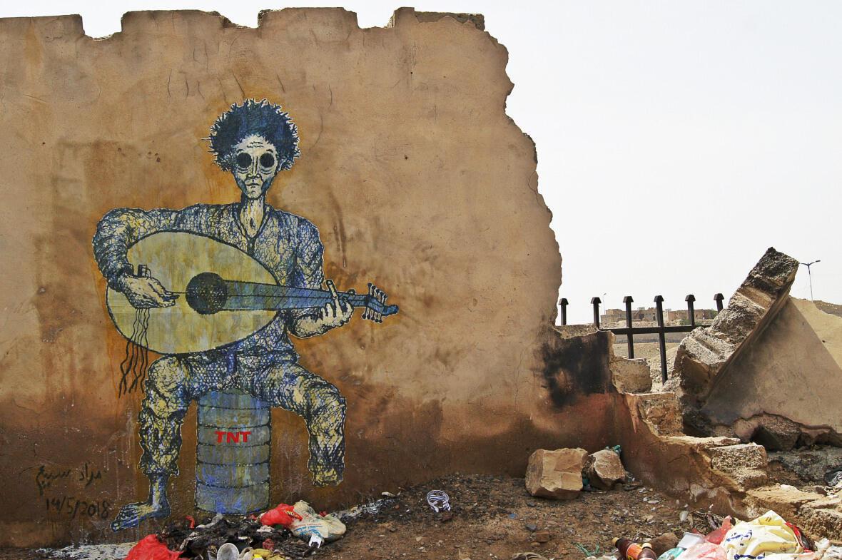 """Fuck war"", fresque de la série ""Faces of war"" de l'artiste Murad Subay, peinte en mai 2018 à Sanaa, au Yémen."