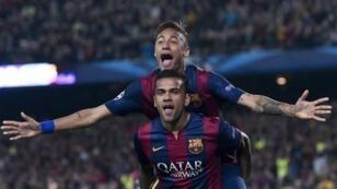 لاعبا برشلونة نيمار الفيش.