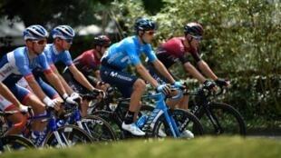 Le peloton au départ de la 14e étape du Tour de France Tarbes- Le Tourmalet Barèges, le 20 juillet 2019