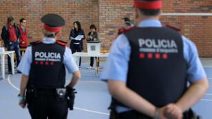 Une policière catalane unioniste raconte la difficulté de travailler chez les mossos.